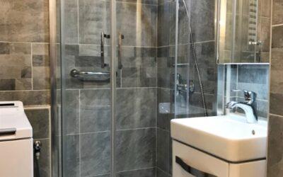 E. Nikolett – kis méretű panel fürdőszoba felújítása